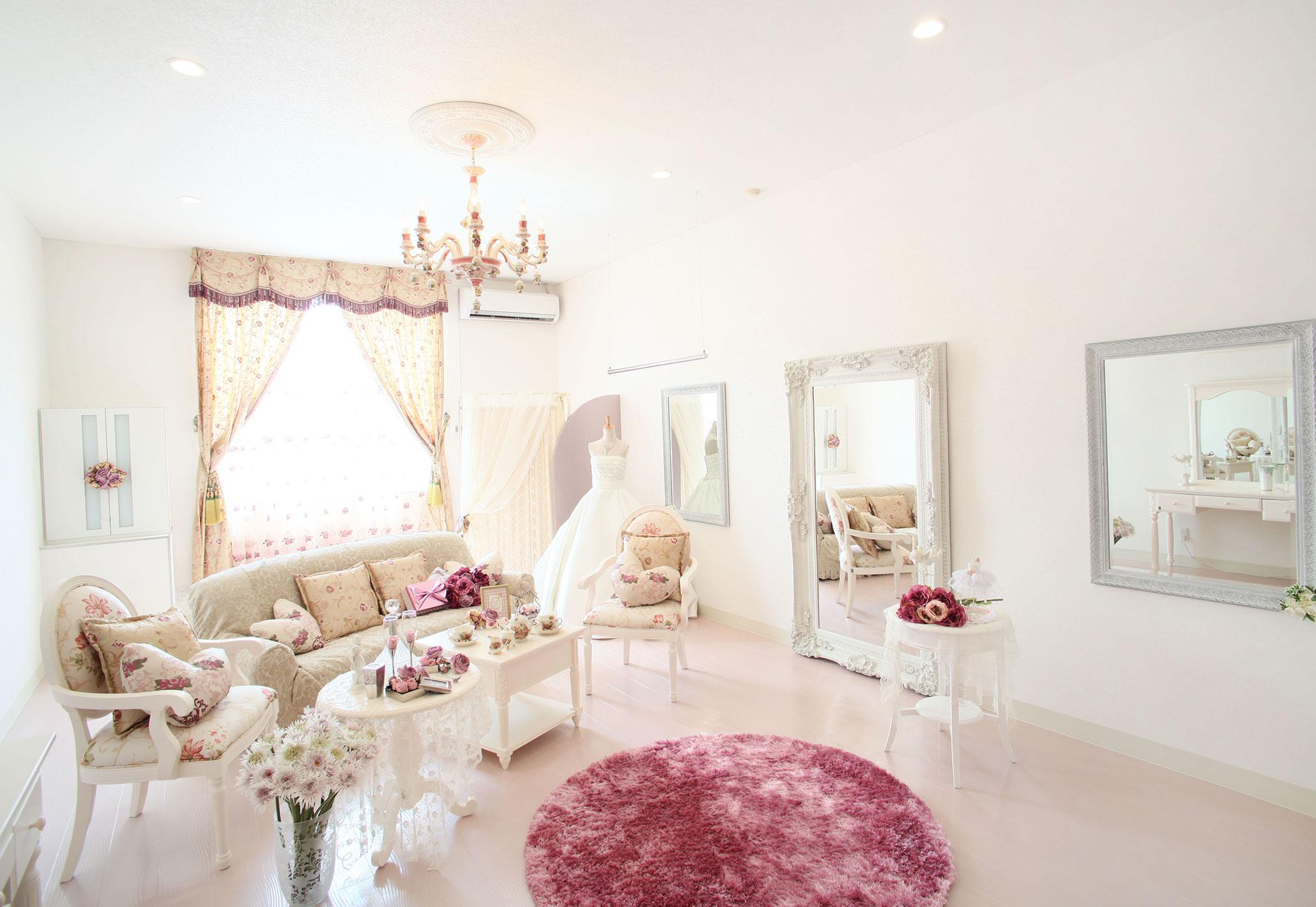 プリンセス気分を味わえるピンクのブライズルーム | 高知県高知市の結婚式場ドリーマーベイシャトー