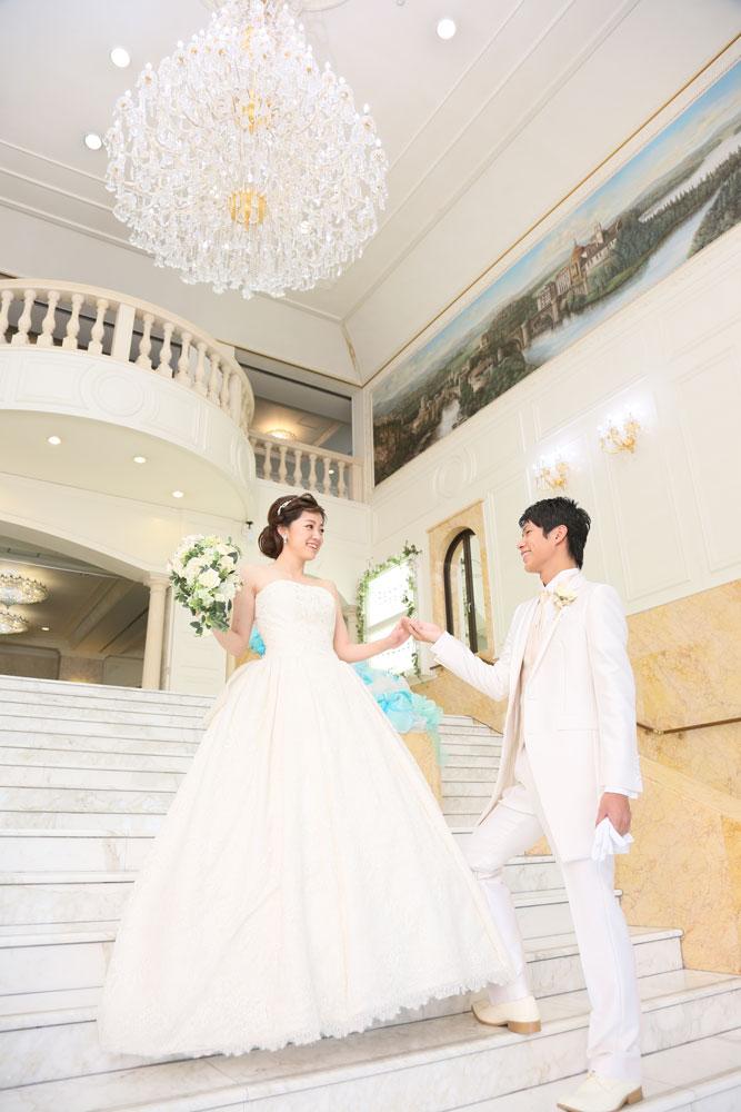 お城のような館内なら、どこでもフォトスポットに! | 高知県高知市の結婚式場ドリーマーベイシャトー