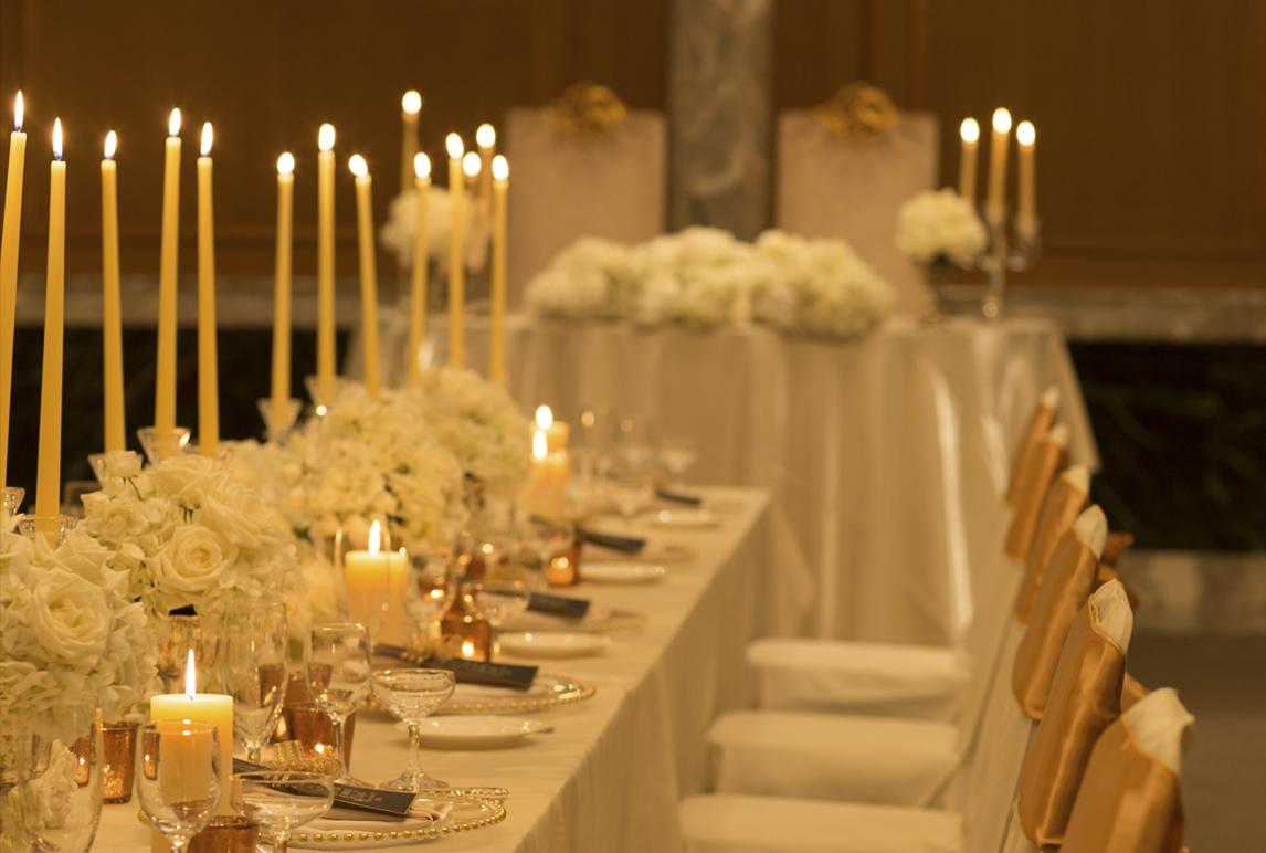 長テーブルとキャンドルで印象がガラリと変わる会場レイアウト | 高知県高知市の結婚式場ドリーマーベイシャトー