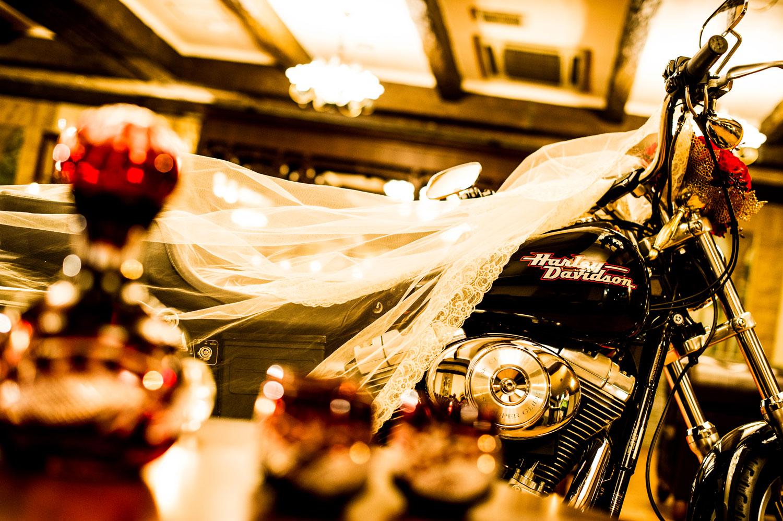ハーレーダビッドソンは会場内での前撮りで実際に使われることも☆ | 高知県高知市の結婚式場ドリーマーベイシャトー